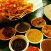 Nacho กับ salsa sauce ที่มีให้เลือกเป็นสิบอย่าง