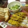 หมูสะเต๊ะ 1 ชุด + ขนมปัง (70.-)