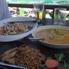 แกงกะหรี่ไก่ สลัดไก่ซอสบลูชีส หมูทอดกะเทียมพริกไทย