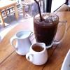 สั่งเครื่องดื่มเป็นกาแฟเย็นค่ะ แยกน้ำเชื่อและนมมาให้ปรุงเอง