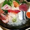 ซาชิมิของร้าน Sushi ryu แต่เสิร์ฟกับร้านนี้ด้วย