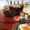 สวัสดียามเช้า กับ อาหารเช้า แบบง่ายๆ ไข่ดาว ขนมปัง ตามด้วย ผลไม้ ครับ