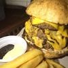 half cow (330 บาท) เนื้อ 3 ชั้น + truffle + cheddar แป้งโฮลหวีด ฟินคะฟินนน