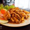 """อาหารไทยจานหลัก """"ผัดกระเทียมพริกไทย (ปลาหมึก)"""" รสเผ็ดร้อน"""