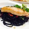 สปาเกตตี้เส้นดำปลาแซลมอน