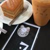 ชานมเย็นคู่กับเค้กชาไทย เข้ากันดีเนอะ