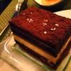ชอคโกแลตเค้ก  จำชื่อไม่ได้  แต่มันเข้มข้นอร่อยมากกก