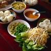 ขนมจีนน้ำยาและแกงเขียวหวาน  เคียงกับผักสด รสเข้มข้นถึงใจจริงๆ