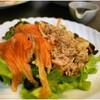 สลัดผักเพิ่มแซลม่อน ทูน่า และเห็ดออรินจิ