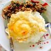 กระเพาหมูไข่ดาวราดข้าว