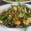 เนื้อปูผัดพริกขี้หนู สมุนไพรทอดมากรอบๆกินได้หมด 220 บ.