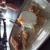 Taro (?) อะไรซักอย่าง จำไม่ได้ค่ะ (ㅠㅠ) เป็นเค้ก?เผือกข้างหน้าเป็นฝอยทอง มีคุ๊กกี