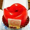มูสกลิ่นกุหลาบ ไส้ราสเบอร์รี่ บนเค้กช้อคโกแลต เพลินลิ้นค่ะ 90 บาท