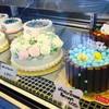ส่วนตัวชอบเค้กกุหลาบมากค่ะ เนื่องจากชอบครีม และสวยด้วยง่าาา