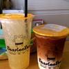 น้ำผึ้งมะนาวโซดาแก้วใหญ่ และแมคคิอาโต้น้ำผึ้ง เมนู signature ของร้าน