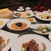 อาหารเยอะมาก ล้นโต๊ะค่ะ!