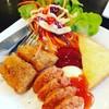 สเต็คไก่พริกไทยดำกับไส้กรอก