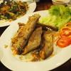 ปลาเนื้ออ่อนทอดกระเทียม 250 บาท