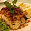 ยำขนมจีนทูน่าฟู ยำรสเบาๆ เหมาะกับคนที่ทานเผ็ดไม่ค่อยได้ค่ะ