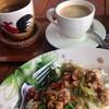 ข้าวผัดกระเพรากะกาแฟสด