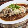 ปลาเก๋าดำนึ่งนึ่งซีอิ๊ว (ราคา ตลาด เริ่มต้นที่ 1000 บาท)