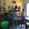 พนักงานในร้านแต่งชุดไทยอนุรักษ์ความเป็นไทย