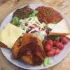 สเต็กไก่ทอด สเต็กหมูพริกไทยดำ สเต็กหมูทอดชีส สลัดผัก ไส้กรอกเบคอน และสปาเกตตี้