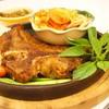 Steak T-bone ริมโขง ชิ้นใหญ่พอดู มาพร้อมส้มตำ ข้าวเหนียว น้ำพริกหนุ่ม