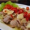 หมูมะนาวสุดจี๊ด สีสันสุดจ๊าดต้นตำหรับ24ok food&bistro