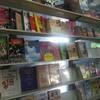 เป็นร้านขายหนังสือด้านใน