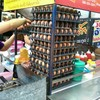 ไข่ที่ร้านมีหลายแผงแสดงว่าขายดีจริง