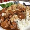 ข้าวหอมมะลิ ราดหน้าไก่ร้อนๆ ไก่นุ่ม หอมน้ำมันงา รสชาติเข้มข้น