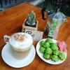 ด้วยรสสัมผัสที่นุ่มนวลของกาแฟ ประสานกันกับความหอมนุ่มของขนมครกใบเตยที่ไม่หวานจัด