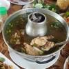 น้ำซุปเปรี้ยวกำลังดี ไก่ถูกต้มจนเปื่อยจึงแทะไม่ยาก อร่อยดี