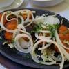 เนื้อปลาย่าง  หอมกลิ่นเครื่องเทศ ข้างในนุ่ม กินกับหัวหอมอร่อย แต่ปริมาณน้อยไปหน่