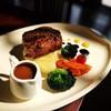 สเต็กเนื้อสันในคุณภาพเยี่ยม ที่คัดสรรค์มาอย่างดี เพื่อให้ลุกค้าทุกท่านโดยเแพาะ