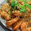ข้าวกุ้งทอดกระเทียมพริกไทย ไซส์จัมโบ้ กุ้ง 15 ตัว เสริฟพร้อมข้าวสำหรับ 3 ที่