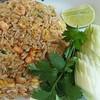 ข้าวผัดปลาแซลมอล 120 ฿
