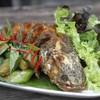 ปลาช่อนหลวงพระบาง เป็นปลาช่อนทอดมาจนกรอบ ทานกับมะเขือผัด จิ้มน้ำจิ้มซีฟู๊ด อร่อย