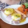 """""""Egg Benedict""""  เสริฟพร้อมกาแฟร้อน โอวัลติน น้ำชา น้ำส้ม หรือ น้ำพั้นซ์  อร่อยจร"""