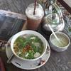 ภาชนะ จาน ชาม เป็นเอกลักษณ์ มีกาน้ำชา ให้เติมฟรี