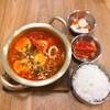 ซุปเต้าหู้ ซุปเต้าหู้ รสชาติเผ็ดกลาง ใส่ กุ้ง ปลาหมึก หมูสับ Set Menu : 139 B.
