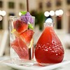 Strawberry Serenade 130 THB น้ำสตรอเบอร์รี่เข้มข้น เสิร์ฟสตรอเบอร์รี่สดลงในแก้ว