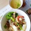150- ข้าวสวยมาคลุกกับบะเต็ง กากหมู กุ้ง ปลา และก็ปลาหมึก