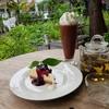 จิบชา ทานขนม ในสวน ฟังเสียงคลื่นทะเล ซัดฝั่ง เป็นการพักผ่อนอีกแบบ