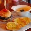 เซ็ตอาหารยุโรปมี เบอร์เกอร์เนื้อ+ซุปเห็ด+ขนมปังกระเทียม
