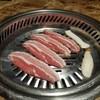 มันหมูแทรกตามเนื้อ เวลาทานเนื้อนุ่มมาก ทานกับผักสดและกิมจิ