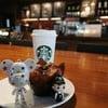 หมีน้อยสตาร์พาบารีสต้าบอยมากินขนม @ Starbucks The Paseo Town Ramkhamhaeng