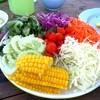 เซตผักสลัดนี้มาคู่กับกุ้งทอดด้านบนค่ะ ผักสลัดคือจานใหญ่มสกสั่งมากินกับแม่สองคน ท