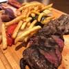 ไส้กรอกเนื้อเน้นๆ  เนื้อนุ่มชุ่มฉ่ำ  คู่กับเฟรนฟรายและผักย่าง
